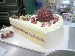 巨大なショートケーキ
