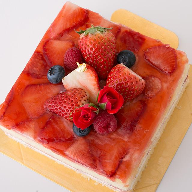 赤いショートケーキ母の日バージョン
