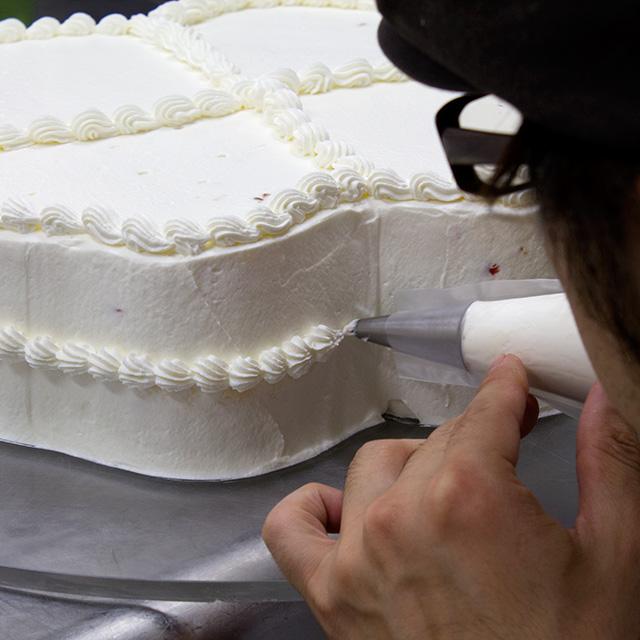 ウエディングケーキ製作風景1