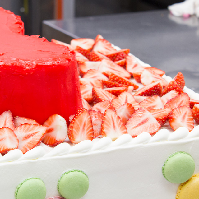 ウエディングケーキ製作風景2