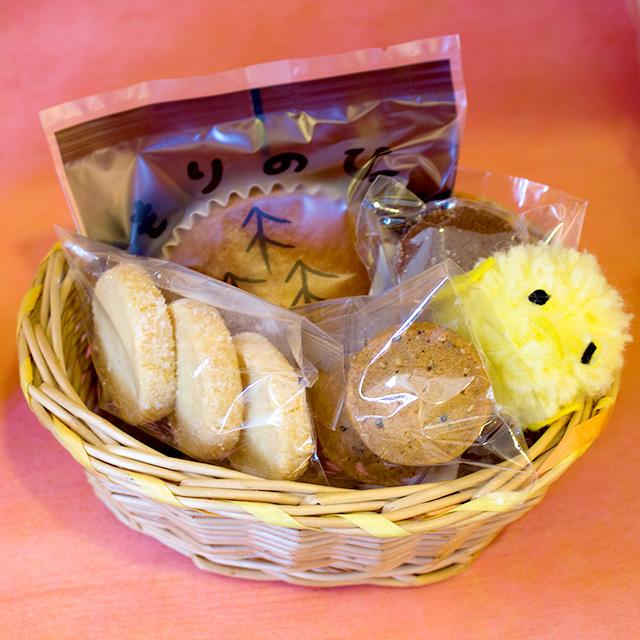 当たった方には、もりのひ。1個もしくは、クッキー3枚組1袋をプレゼント致します。