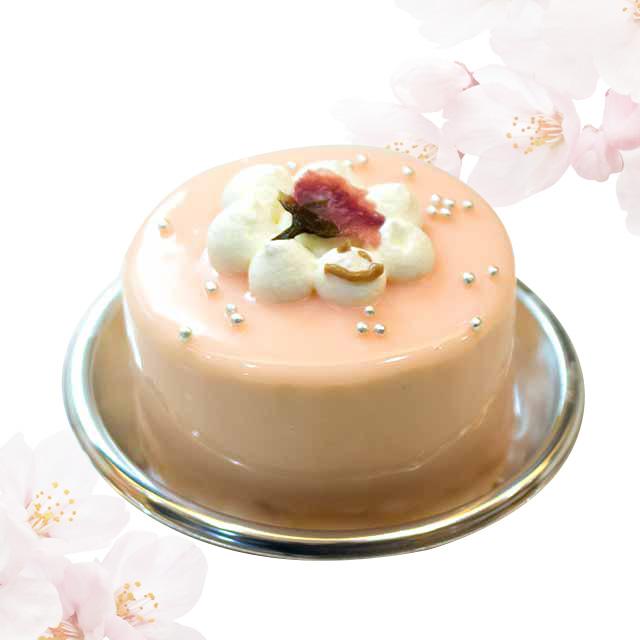 桜のケーキです。ほんのわずかな期間の限定です。